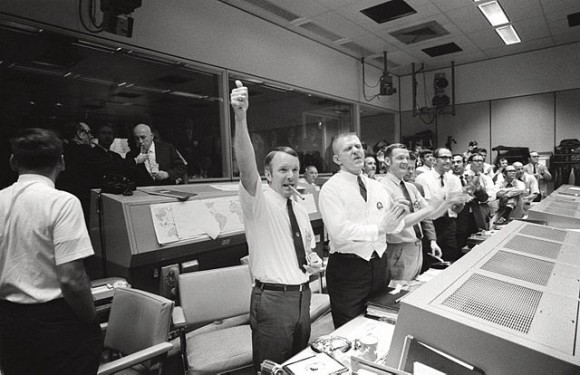 640px-Mission_Control_Celebrates_-_GPN-2000-001313